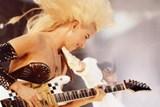Do Čech míří kytaristka Jennifer Batten, letitá spoluhráčka Michaela Jacksona a Jeffa Becka