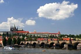 Praha vyhl�sila granty pro vlastn�ky pam�tkov� v�znamn�ch objekt� na rok 2017