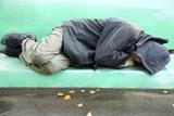 Muž ulehl na ulici, nadýchal 4,42 ‰ alkoholu