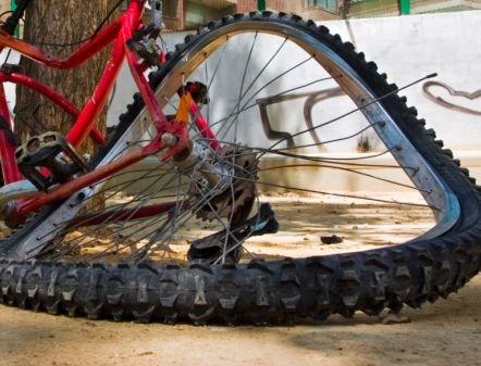 Chatař našel bezvládného cyklistu ležet na zemi