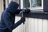 Jak snížit riziko vykradení domu či bytu v době dovolené?