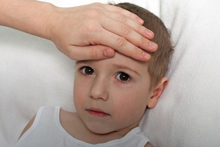 Chřipka a respirační onemocnění zavírají školy
