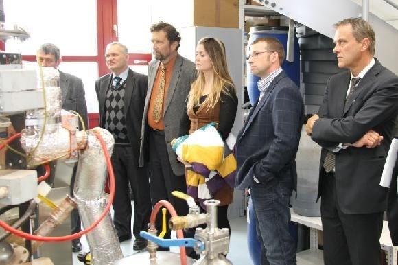 Popis: Centrum výzkumu nanotechnologií má nové sídlo.