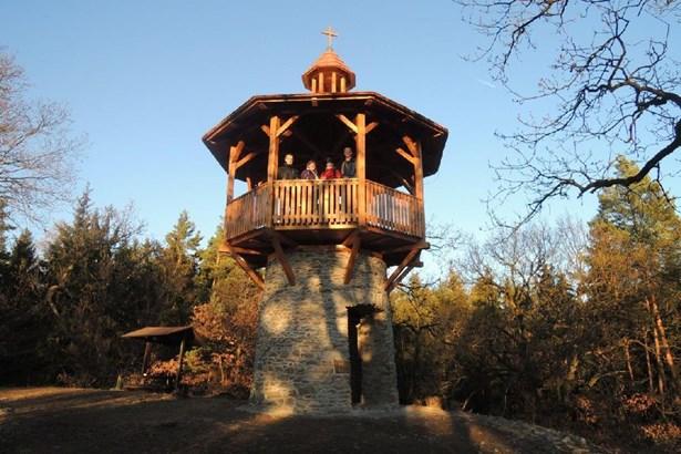 Popis: Vyhlídková věž Chlum u Slatiňan.