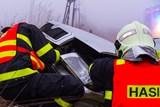 Rýmařovští hasiči vyprošťovali ženu při nehodě dvou aut
