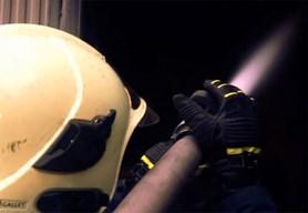 Při požáru starého domu na Jesenicku zemřel člověk