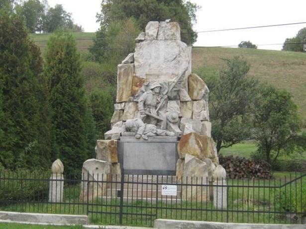 Popis: Pomník obětem 1.světové války v Janově po rekonstrukci.