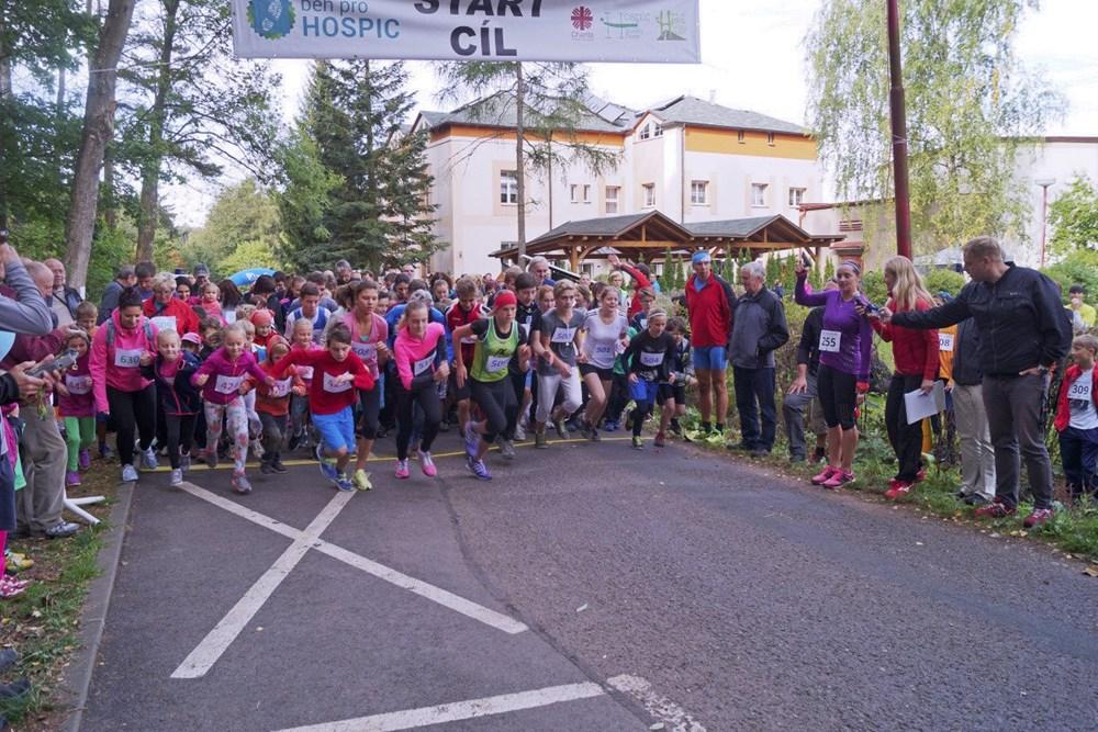 Popis: Další závod, který Ludmila Formanová odstartovala, byl běh na 2 km.