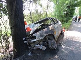 Autonehoda na Trutnovsku: dva gentlemani silnic zachr�nili �ivot mlad� dvojici