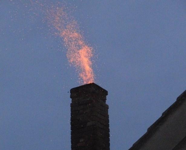 Popis: Ilustrační foto. Požár komínu.