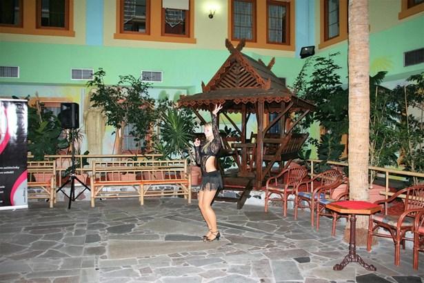 Popis: Více než 2 500 soutěžících tančí v Centru Babylon v Liberci.