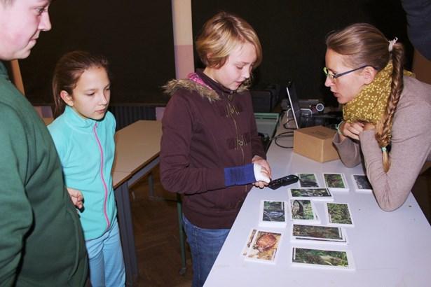 Popis: Harrachovské děti se zapojily do ochrany pralesů.