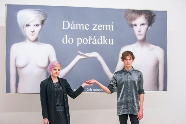 Popis: Jakub Svoboda a Michaela Mazalová před vítězným dílem.