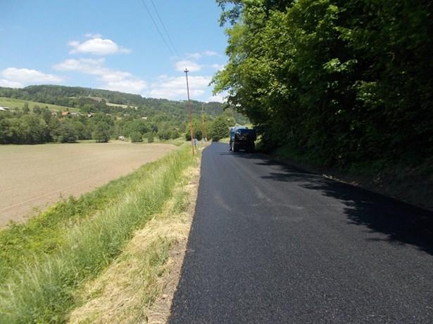 Popis: Kraj dokončil další čtyři opravy silnic spolufinancovaných ze státní dotace.