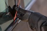 Policisté zadrželi muže, který se vloupal do osmnácti vozidel