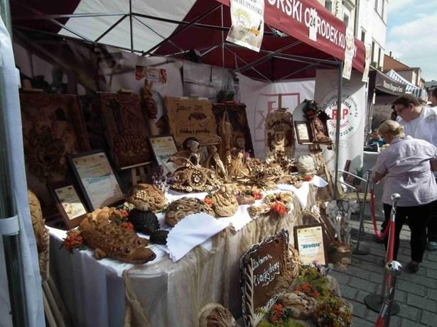 Popis: Turnovští navštívili svátky chleba a perníku v Jawoře.