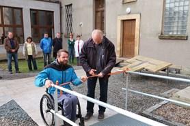 Bezbari�rov� rampa a schodi��ov� plo�ina pomohou u�iteli z v�chodo�esk�ch Ho�ic