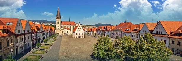 Popis: Panoramatický pohled na náměstí v Bardejově.