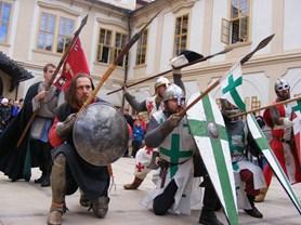 Svatomartinské posvícení na zámku Loučeň obohatí příjezd rytíře Martina na bílém koni