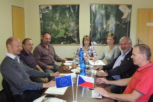 Popis: Představitelé Mikroregionu Chrudimsko při jednom společném jednání (ilustrační foto).