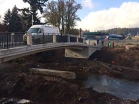 Investiční akce v Náchodě finišují, nový most v Bělovsi byl zprůjezdněn
