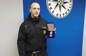 Policista zachránil lidský život