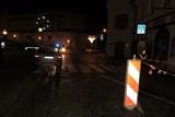 Opilý řidič havaroval na Krakonošově náměstí a ujel