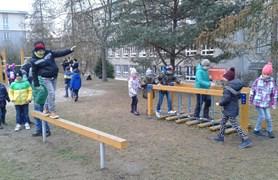 Plzeňským dětem nadělila škola pod stromeček nové hřiště
