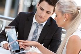 Roste počet firem, které vyplácejí třináctý plat, odměny s koncem roku dostává 57 % zaměstnanců