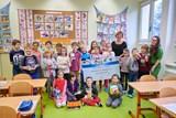 Děti v ZŠ Průhonice dostaly 134 850 korun na interaktivní tabuli