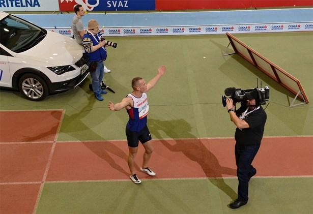 Popis: �sp�n� britsk� sprinter Richard Kilty, v�t� z�vodu na 60 metr�.