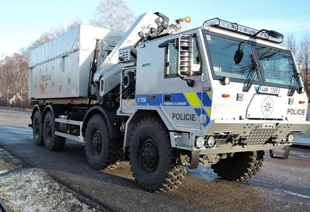 Popis: Unikátní nákladní vozidlo Tatra určené pro přepravu nebezpečného materiálu.