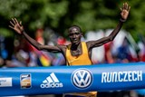 Volkswagen Maraton Praha ovládl Keňan Cherono. Eva Vrabcová zaběhla olympijský limit