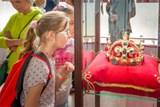 Výstava Magičtí Lucemburkové na zámku Loučeň zahrnuje originální repliky korunovačních klenotů, koruny Svaté říše římské a svatováclavské koruny