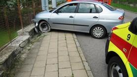 V T�e�ti narazil �idi� s osobn�m vozidlem do plotu, skon�il v p��i zdravotn�k�