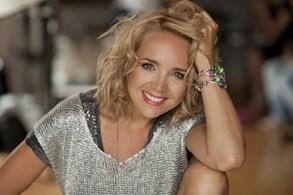 Lucie Vondr��kov� v l�t� vyj�d� na sv� unplugged turn�