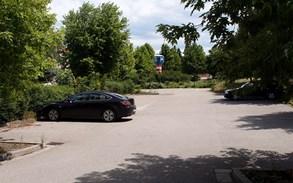 Parkovi�t� v centru P�erova je bezplatn�, n�jemn� plat� majiteli pozemku m�sto