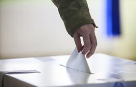 K sobotním volbám přišlo 402 voličů