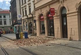 V centru Olomouce se z��tila ze� a zranila t�i osoby