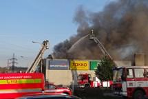 Po��r obchodn�ho st�ediska v Kop�ivnici se �ty�mi lehk�mi zran�n�mi
