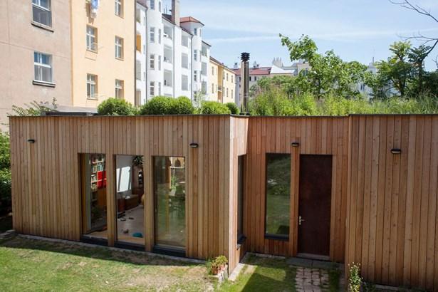 Popis: Absolutním vítězem se stal pražský úsporný dům s mokřadní střechou.