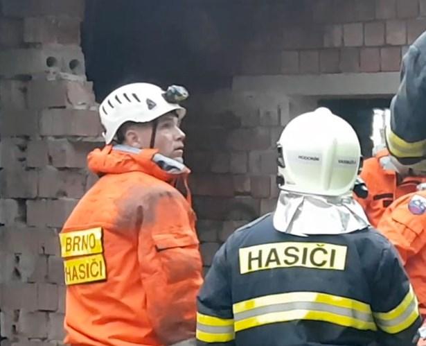 Popis: Vlevo oceněný hasič - pprap.David Štoudek.
