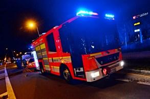 Při nehodě v Prostředních Bludovicích byli zraněni dva lidé, hasiči je museli vyprostit