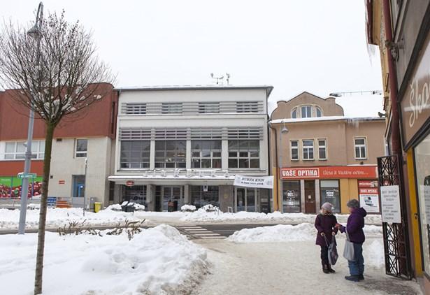 Popis: Kino Jitřenka má za sebou nejúspěšnější rok v novodobé historii kina, navštívilo ho více než 30 000 diváků. Na podzim nebylo výjimkou, že kino bylo vyprodané i třikrát denně.