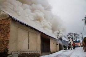 Za požár garáže a auta ve Skřipově může pravděpodobně přímotop
