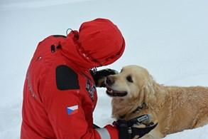 Hasičští kynologové absolvovali výcvik ve sněhu