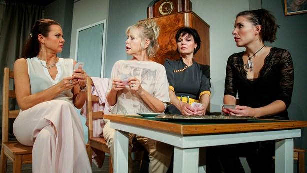 Popis: Divadlo Radka Brzobohatého připravilo nové představení Parfém v ohrožení,  plné hvězd z televizních obrazovek.