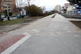 Novou cyklostezku přerušil pruh staré dlažby