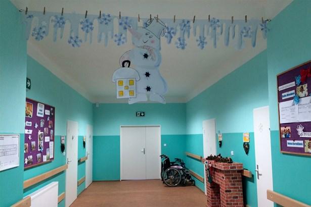 Popis: Výzdoba sociálních lůžek v Podhorské nemocnici v Rýmařově.