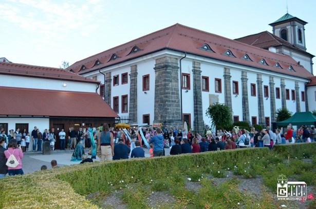 Popis: XIV. Muzejní noc v Areál bývalého augustiniánského kláštera v České Lípě.